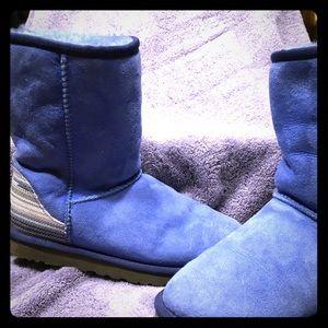 Blue Uggs! SZ 7-cute pattern down the back!